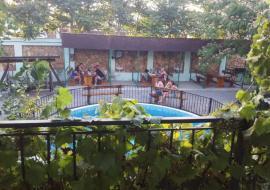 с бассейном  Черноморец - Крым Черноморское  гостиница   бассейн